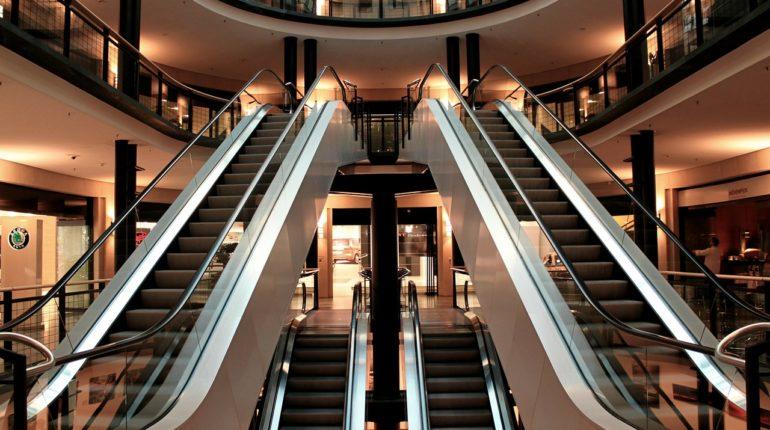 escalator 283448 1280 770x430 - Los 5 mejores outlets en Miami