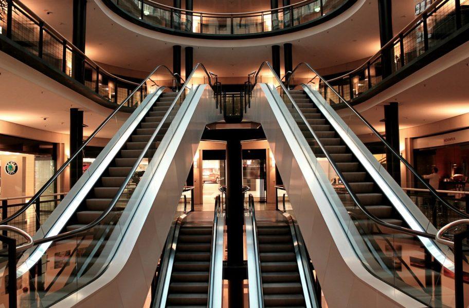 escalator 283448 1280 e1550669075807 - Los 5 mejores outlets en Miami