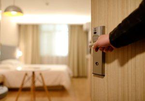 hotel 1330850 640 300x210 - Aplicaciones imprescindibles a la hora de viajar (Apps viajeras)