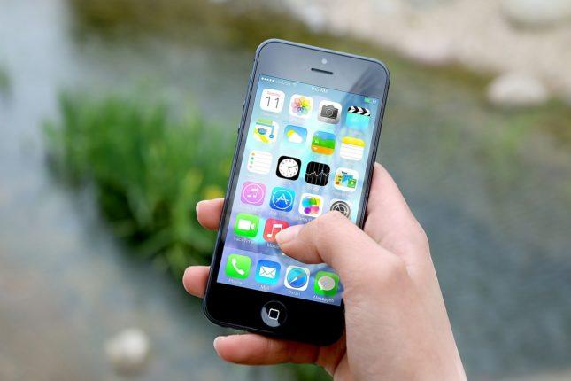 iphone 410311 1280 645x430 - Aplicaciones imprescindibles a la hora de viajar (Apps viajeras)