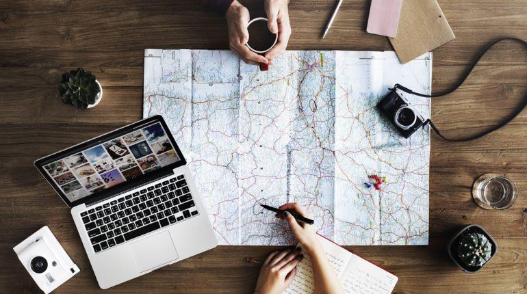 laptop 2557615 1280 770x430 - Cómo planear un viaje en 5 pasos