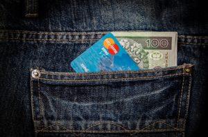 money 256281 640 300x198 - Aplicaciones imprescindibles a la hora de viajar (Apps viajeras)