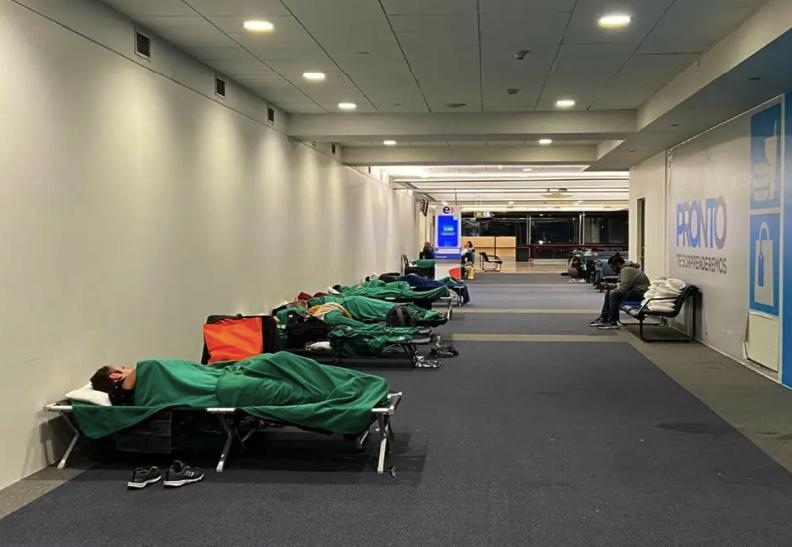 Chile: Aeropuertos de guerra para pasajeros varados