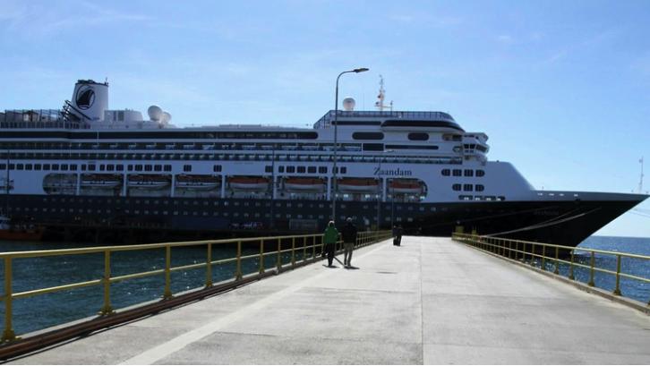 El crucero con 4 muertos abordo e infectados de coronavirus va camino a Miami