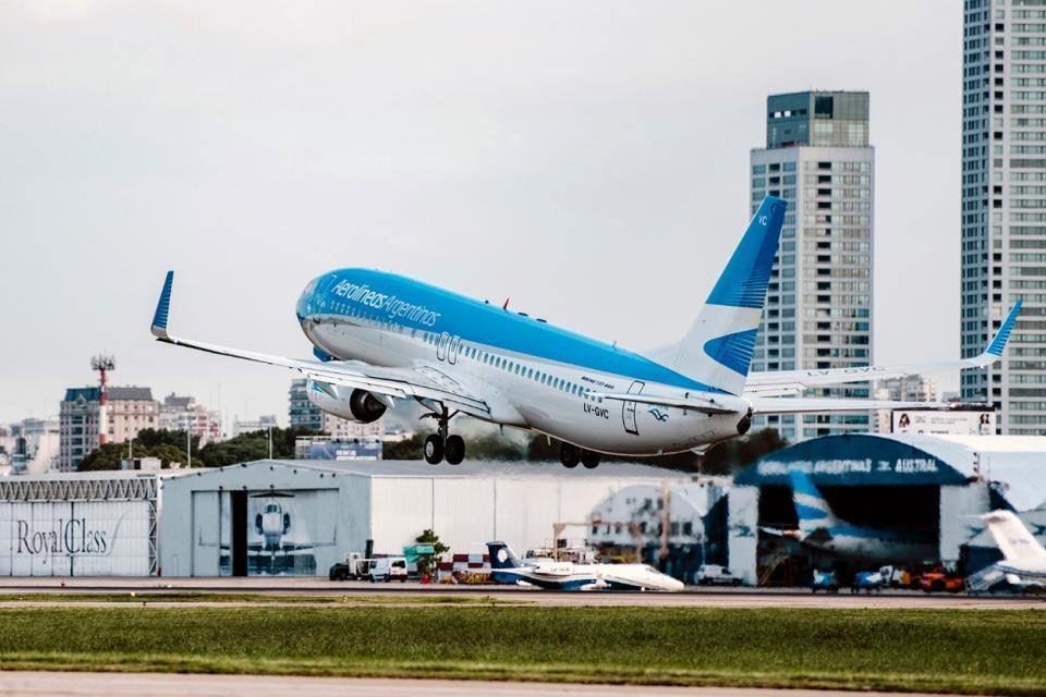 Aerolíneas Argentinas viajará a Ecuador para traer repatriadosTurismo. Fusión entre Aerolíneas Argentinas y Austral Líneas Aéreas, Aerolíneas Argentinas propone retomar la actividad con base en Córdoba